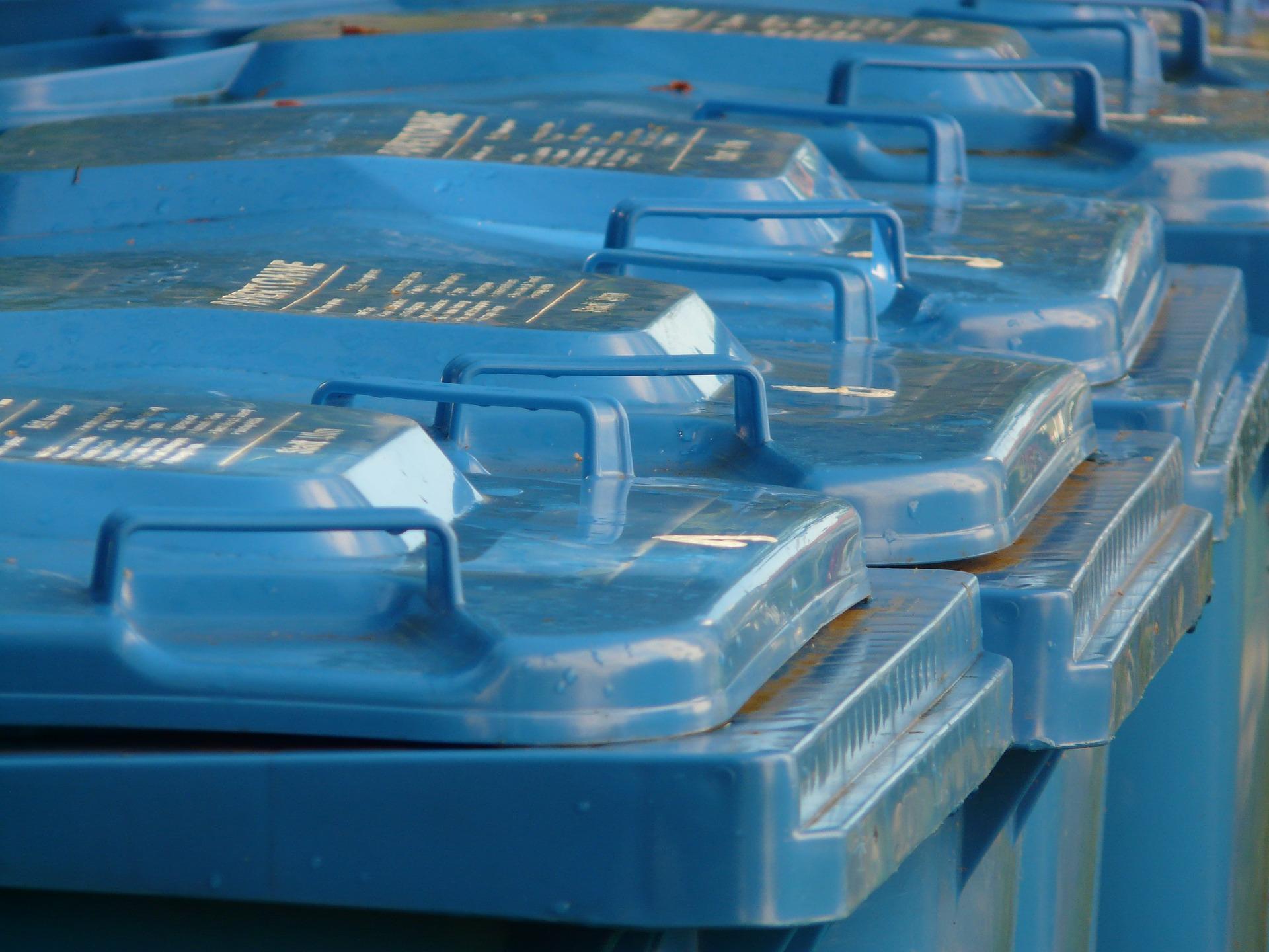 Blaue Tonnen in Dresden